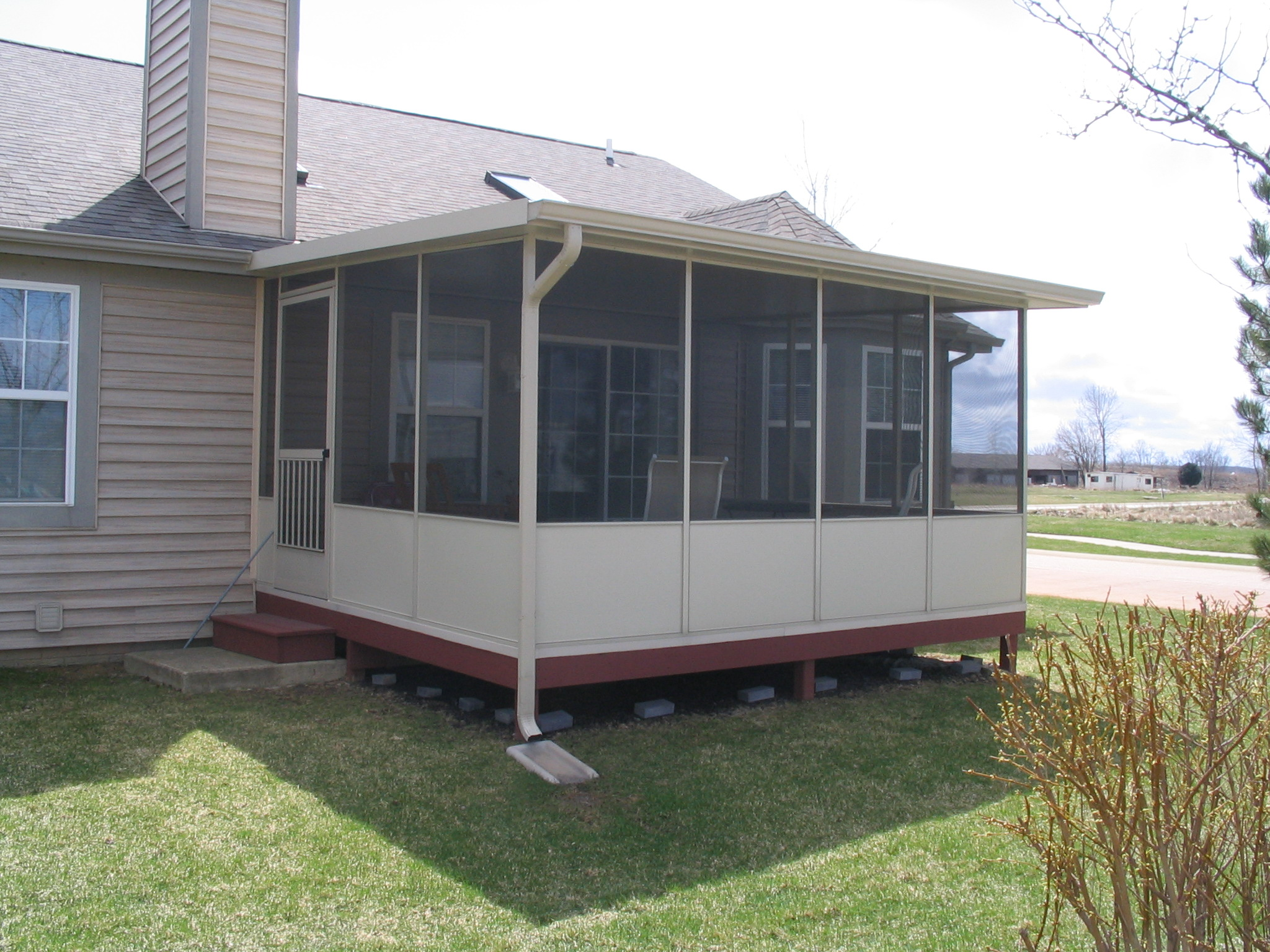 Four seasons sunrooms of northwest indiana screened room for Porches prices